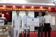 Petrolimex presents anti-COVID-19 equipment to hospital