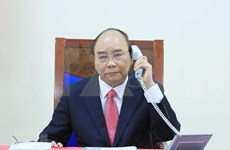 PM Nguyen Xuan Phuc holds phone talk with Singaporean counterpart