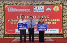 My Lai Peace Foundation presents gifts to AO/dioxin victims