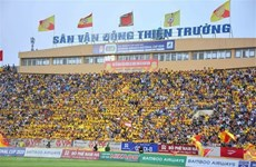 International media highlight Vietnam football league with packed crowds