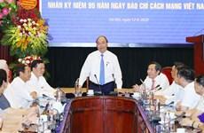 PM visits Nhan dan newspaper ahead of Revolutionary Press Day