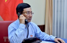 Vietnamese, Kuwait FMs hold phone talks