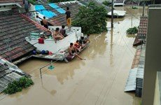 Indonesia: thousands of people flee homes due to flash floods