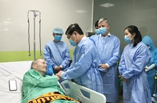 HCM City leader visits medical staff, foreign COVID-19 patient