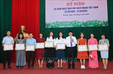 Vietnam News Agency honoured by Health Ministry for COVID-19 coverage