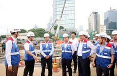 Deputy PM checks Ben Thanh-Suoi Tien metro line project
