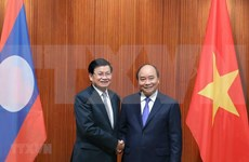 PM Nguyen Xuan Phuc holds talks with Lao counterpart
