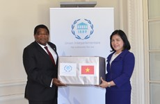 Medical masks from Vietnamese NA presented to IPU Secretariat