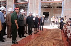 Lao leaders pleased with progress, quality of Vietnamese-built NA building