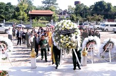Incense tribute paid to Vietnamese, Lao martyrs in Vientiane