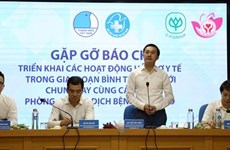 Hundreds of thousands of masks, protective suits presented to Da Nang