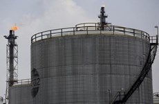 Indonesia allows oil and gas investors to choose contract options
