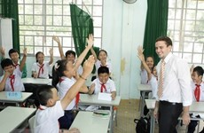 US volunteers teaching English to help boost ties