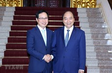 PM commits further support to Samsung Vietnam
