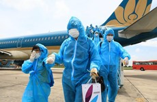 Tourists stranded in Da Nang following outbreak flown to Hanoi