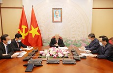 Top leaders of Vietnam, Laos hold phone talks