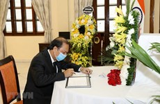 Deputy Foreign Minister pays homage to former Indian leader