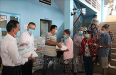 More relief delivered to pandemic-hit Vietnamese Cambodians