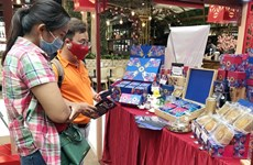 Mooncake producers begin selling well before Mid-Autumn Festival