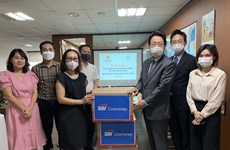 Korean firm presents face masks to Vietnamese workers