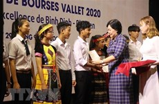 Vallet scholarships granted to Vietnamese students