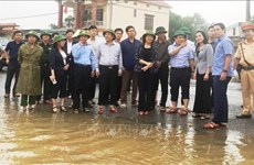 Vice President presents gifts to flood victims in Quang Binh province