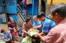 Aid packages presented to flood victims in Cambodia