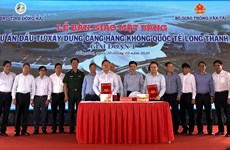 Dong Nai hands over land for Long Thanh airport to construction ministry