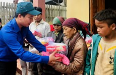 Government provides more rice aid for central provinces