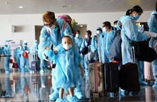 More Vietnamese citizens return home from abroad