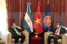 Ambassador bolsters cooperation between Vietnam, Argentina national radio stations