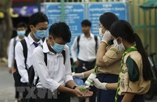 Cambodia bans mass gatherings, Thailand tightens border security