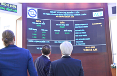 ACB shares debut on HoSE, soaring 8.1 percent