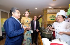 Famous pho chefs amaze guests at gala night
