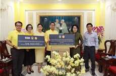 Thai Consulate General presents aid to flood-hit people in central region