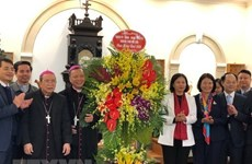 Hanoi officials congratulate parishioners on Christmas