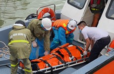 Four injured foreign sailors taken to Khanh Hoa for treatment