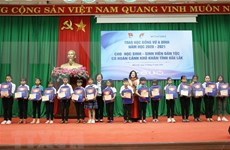 Dak Lak: 155 ethnic minority students receive Vu A Dinh scholarships