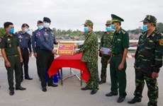 Dong Thap helps Cambodian border force in COVID-19 fight