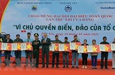 Some 16,000 national flags presented to Phu Yen fishermen