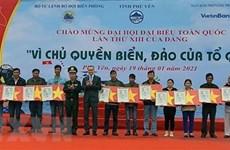 Some 16,000 national flags presented to Phu Yen fishermen