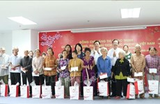 Tet gifts presented to disadvantaged people