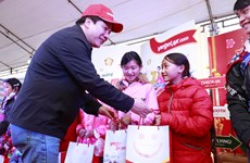 Vietjet's programme gives minorities in Lao Cai warmer Tet