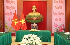 Top Vietnamese, Chinese leaders hold phone talks