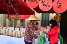 Over 3.5 billion VND channeled into charity market for Tet