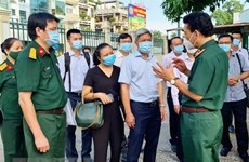 Deputy Health Minister inspects COVID-19 treatment in HCM City