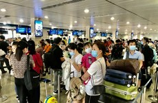 HCM City's airport gives COVID tests to passengers returning from north