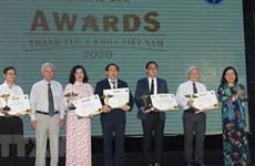 First Vietnam medical achievement award calls 16 winners