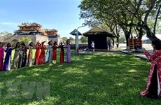 Visitors wearing ao dai to receive free entrance to Hue's relics