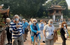 Travel agencies promote small group tours